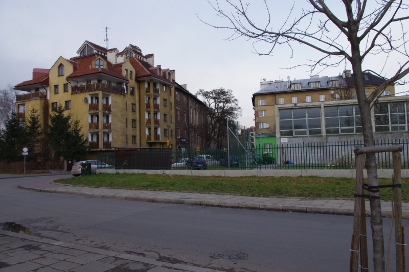 On the left buildings in Wietora street - western frontage; on the right school premises and sports hall of Major H. Sucharski Primary School no. 22 (1 Chmielowskiego street); view from the side of Vistula river towards the north
