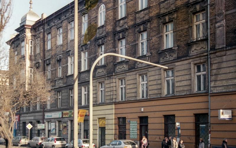 ulica, fasada budynku