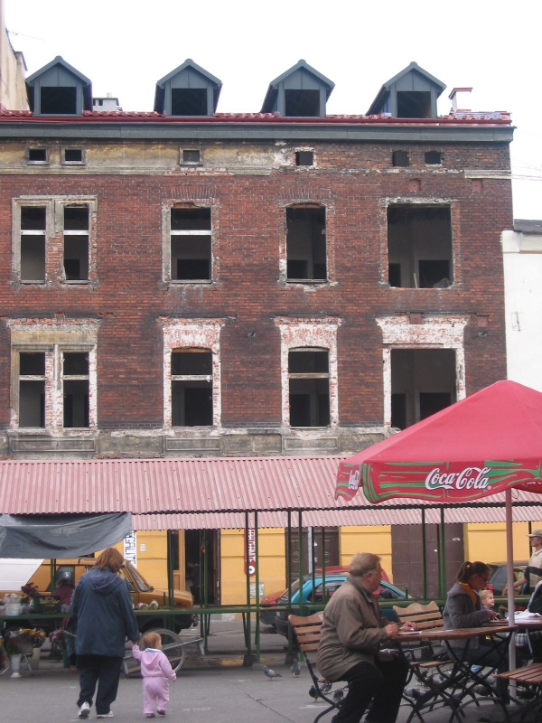 Nowy Square - a ruined building with the Les Couleurs Cafe on the ground floor
